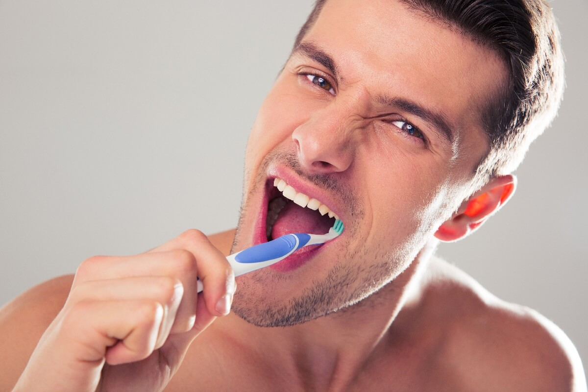 Diş Fırçalarken Dikkat Etmeniz Gerekenler