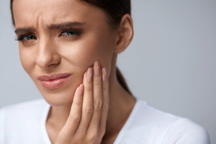 Farkında Olmadan Dişlerinize Zarar Veren 5 Şey